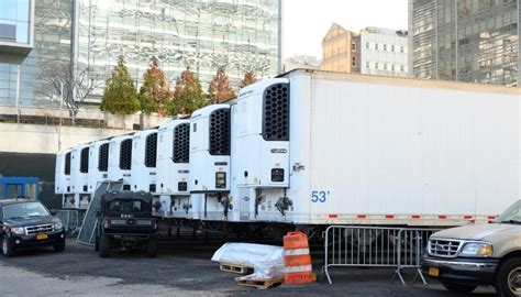 Bodies of COVID-19 victims in New York forklifted into