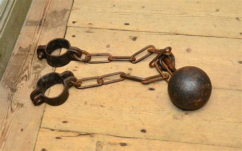ball and chain - Wiktionary
