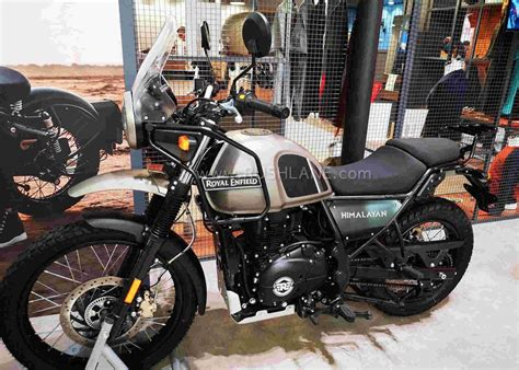 Royal Enfield Himalayan BS6 Red and Black - Spied in India